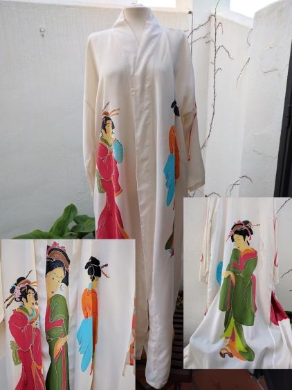 Silk Kimono: 3 Geishas